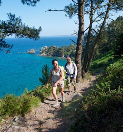 Randonnée sur la presqu'île de Crozon ©DIAPHANE/ELL PROD