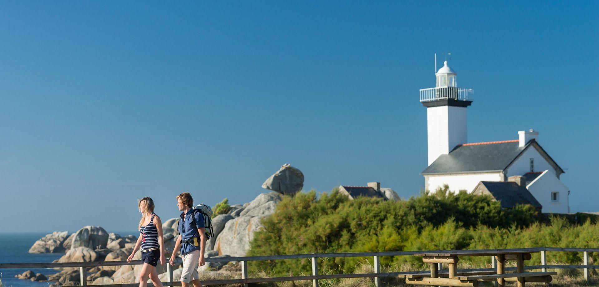 Randonnée sur la pointe de Beg-Pol, phare de Pontusval ©BERTHIER-Emmanuel-web