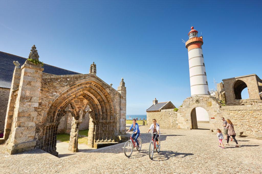 Balade en vélo a la pointe de Saint-Mathieu ©LAMOUREUX-Alexandre
