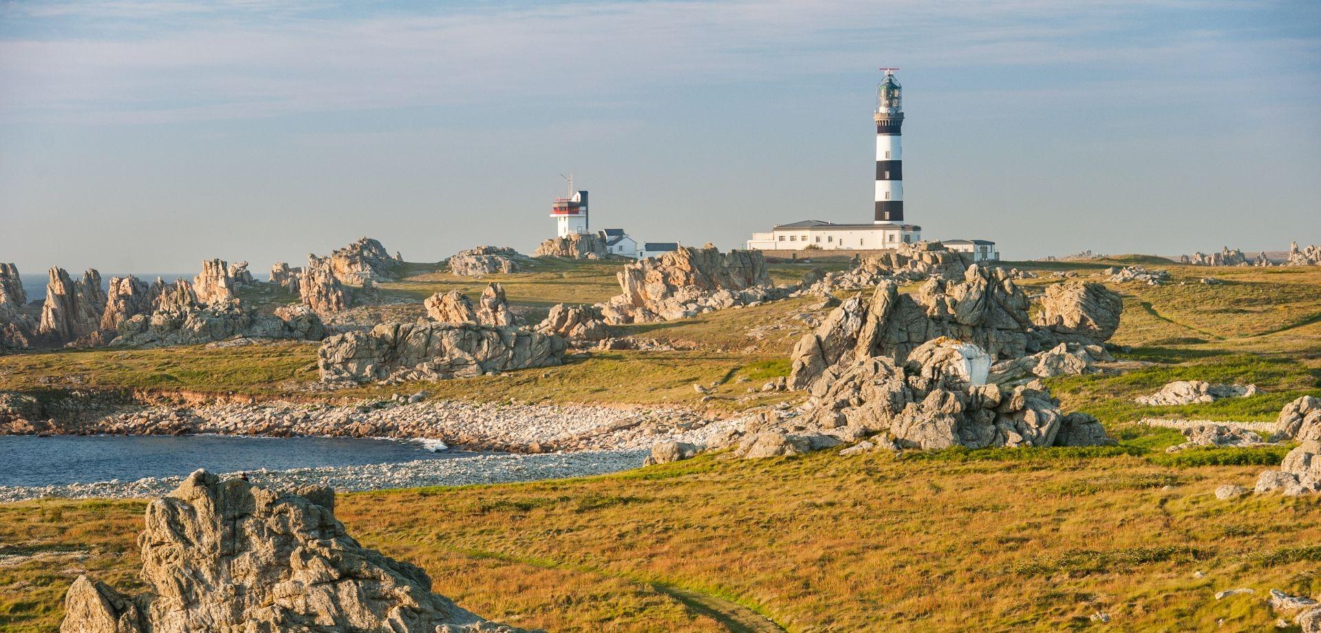 L'île d'Ouessant et le phare du Créac'h ©Emmanuel Berthier